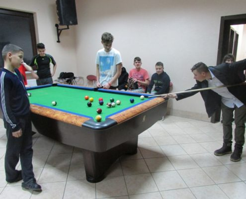 2018-03_Kinderzukunft_Kinderdorf-Bosnien_Billardtisch (2)